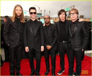 maroon-5-grammys-2013-red-carpet-01